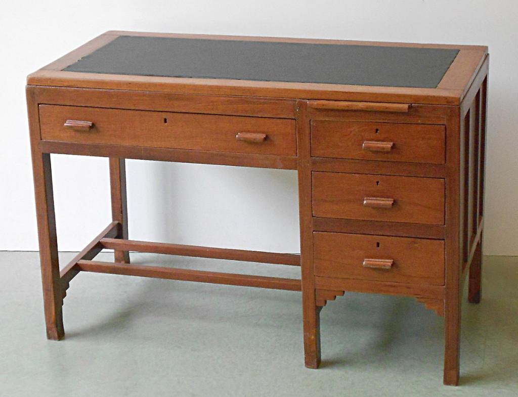 Fabulous scrittoio in legno with scrivania etnica for Outlet mobili genova